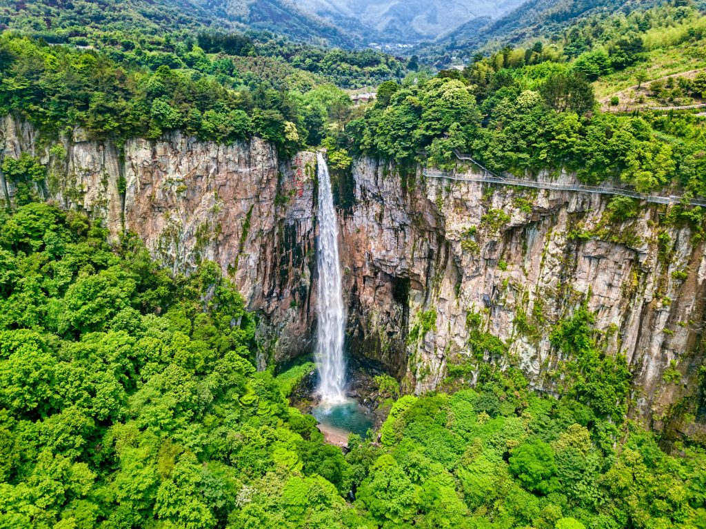 cascada-piedra-volada